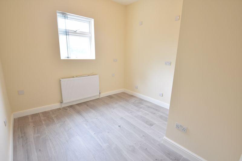 8 bedroom  to rent in Biscot Road, Luton - Photo 21