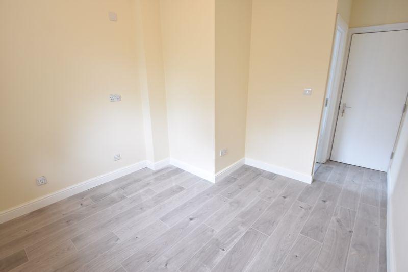 8 bedroom  to rent in Biscot Road, Luton - Photo 22