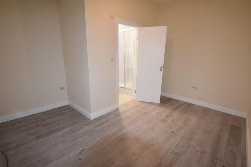 8 bedroom  to rent in Biscot Road, Luton - Photo 27