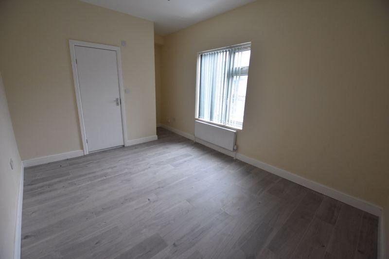 8 bedroom  to rent in Biscot Road, Luton - Photo 32
