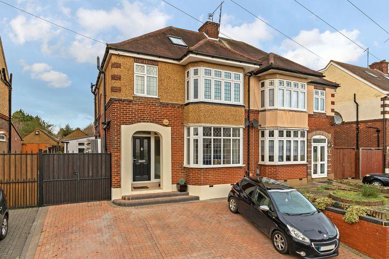 4 bedroom  to buy in Bushmead Road, Luton