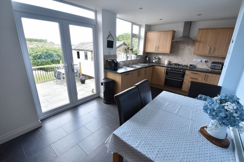 3 bedroom Semi-Detached  to buy in Hillary Crescent, Luton - Photo 4