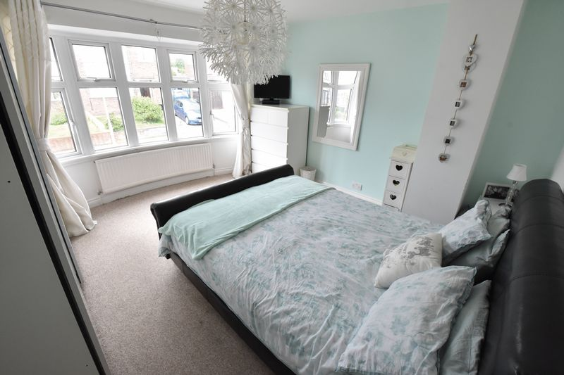 3 bedroom Semi-Detached  to buy in Hillary Crescent, Luton - Photo 6