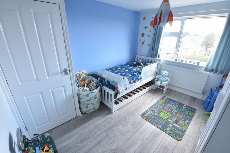 3 bedroom Semi-Detached  to buy in Hillary Crescent, Luton - Photo 7