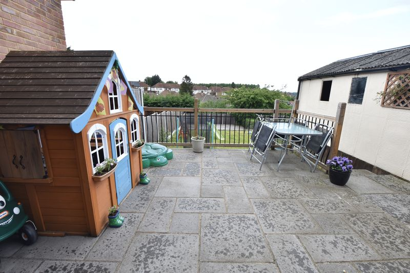 3 bedroom Semi-Detached  to buy in Hillary Crescent, Luton - Photo 10