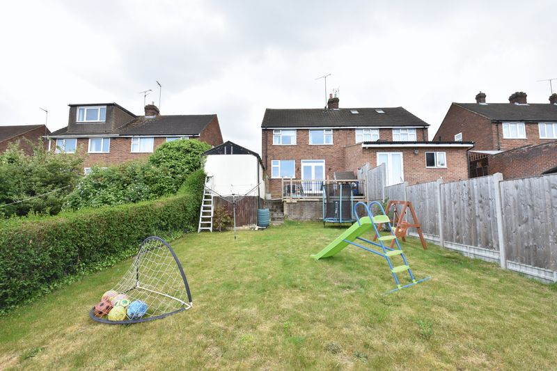 3 bedroom Semi-Detached  to buy in Hillary Crescent, Luton - Photo 12