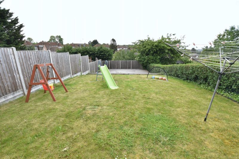 3 bedroom Semi-Detached  to buy in Hillary Crescent, Luton - Photo 13