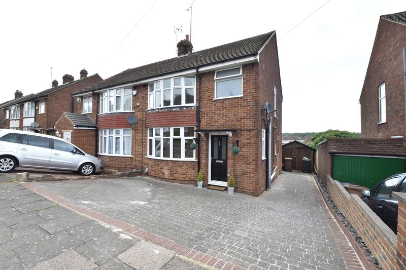 3 bedroom Semi-Detached  to buy in Hillary Crescent, Luton