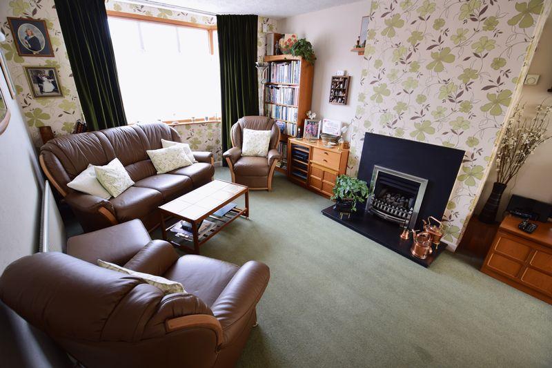 3 bedroom Semi-Detached  to buy in Devon Road, Luton - Photo 2