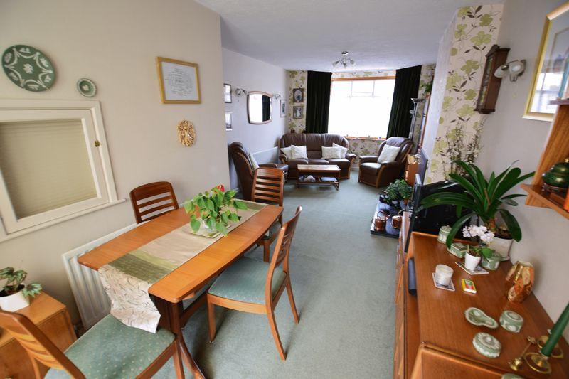 3 bedroom Semi-Detached  to buy in Devon Road, Luton - Photo 4