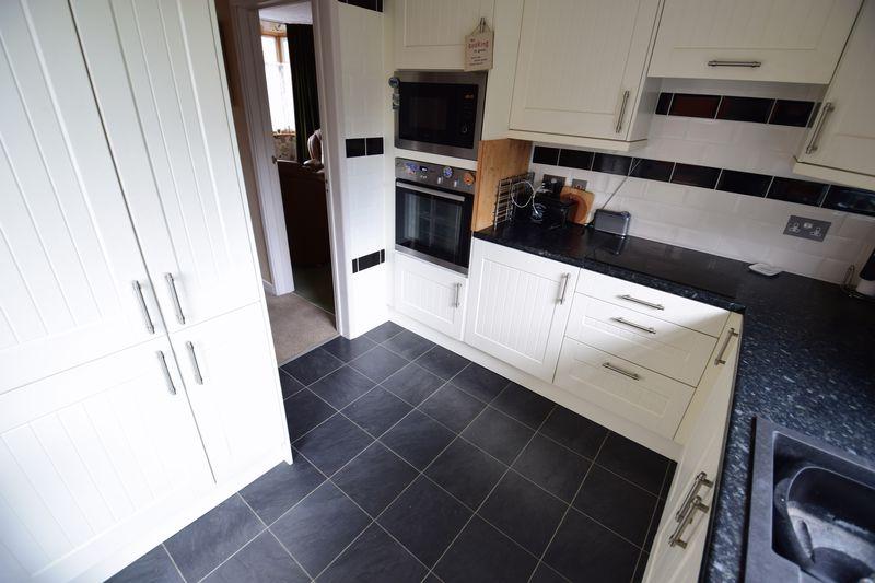 3 bedroom Semi-Detached  to buy in Devon Road, Luton - Photo 7