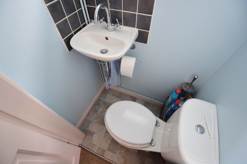 3 bedroom Semi-Detached  to buy in Devon Road, Luton - Photo 8