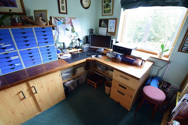 3 bedroom Semi-Detached  to buy in Devon Road, Luton - Photo 11