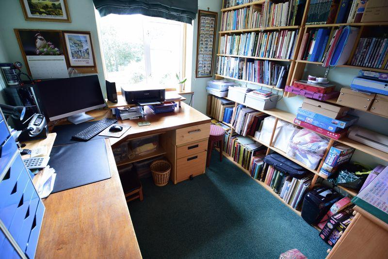 3 bedroom Semi-Detached  to buy in Devon Road, Luton - Photo 12