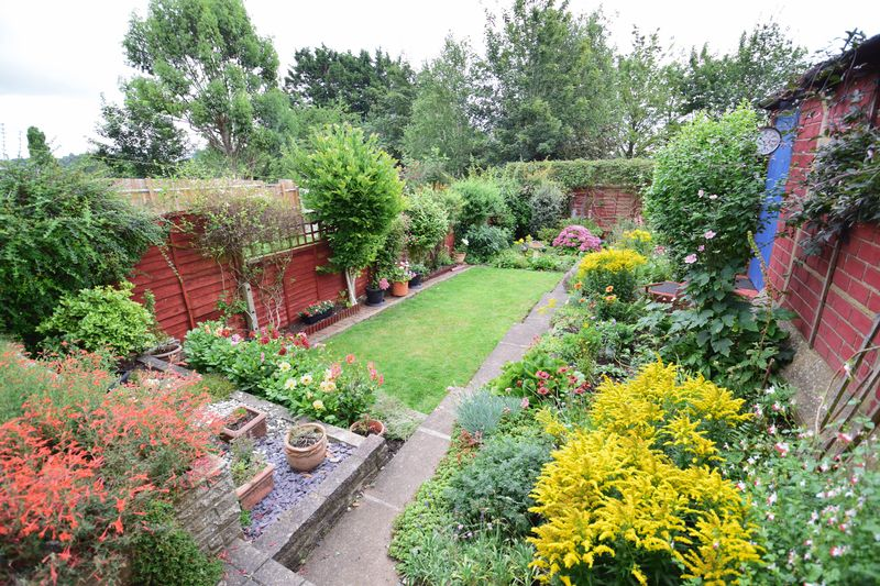 3 bedroom Semi-Detached  to buy in Devon Road, Luton - Photo 15