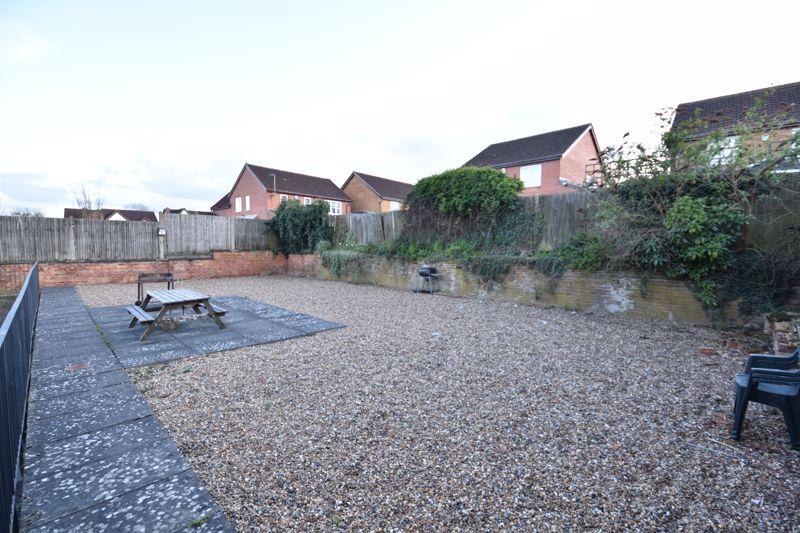 2 bedroom Flat to buy in London Road, Dunstable - Photo 3