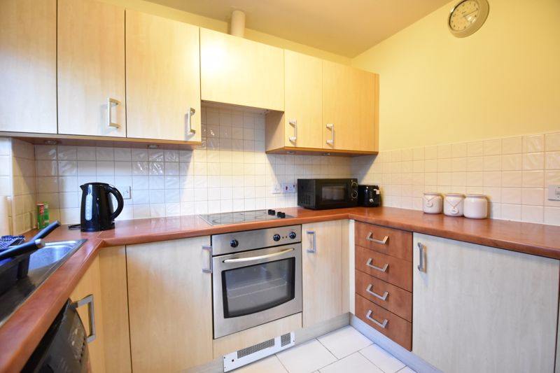 2 bedroom Flat to buy in London Road, Dunstable - Photo 12