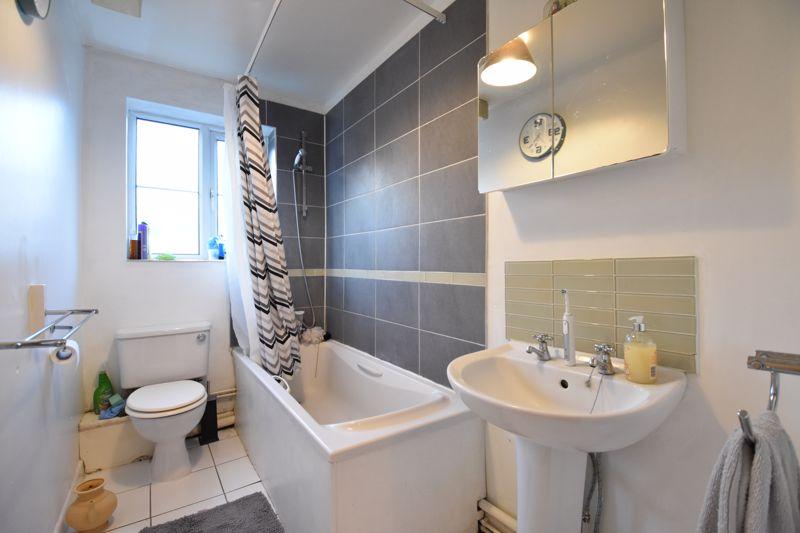 2 bedroom Flat to buy in London Road, Dunstable - Photo 13