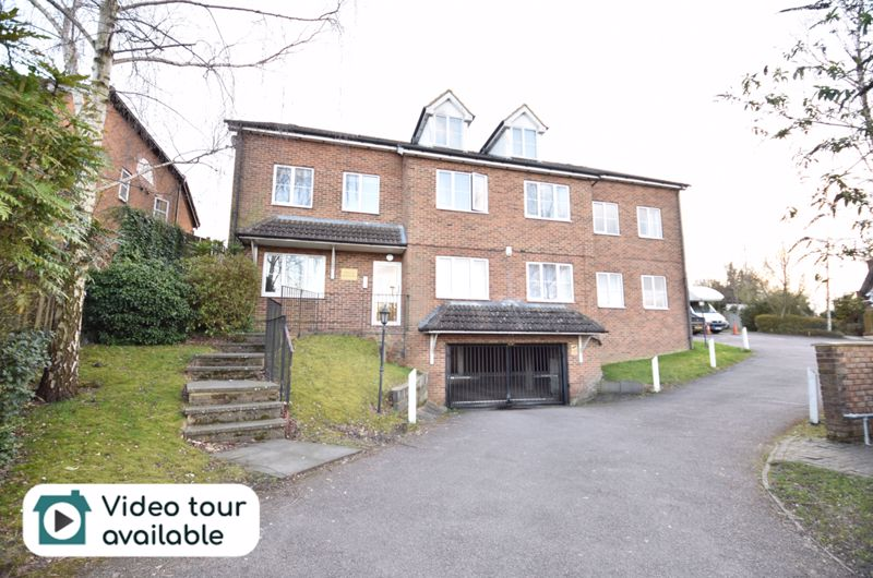 2 bedroom Flat to buy in London Road, Dunstable