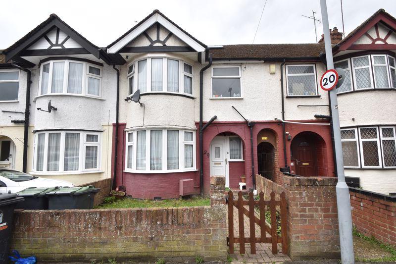 3 bedroom Mid Terrace to buy in Runfold Avenue, Luton