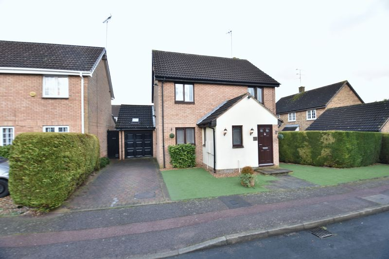 5 bedroom Detached  to buy in Willenhall Close, Luton