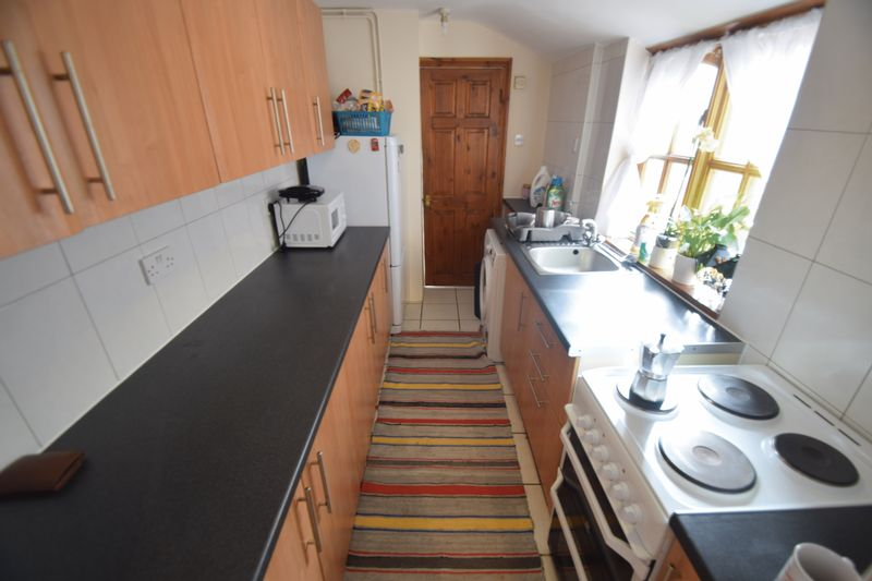 2 bedroom Mid Terrace to rent in May Street, Luton - Photo 2