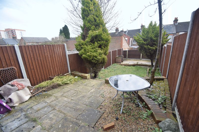 2 bedroom Mid Terrace to rent in May Street, Luton - Photo 14