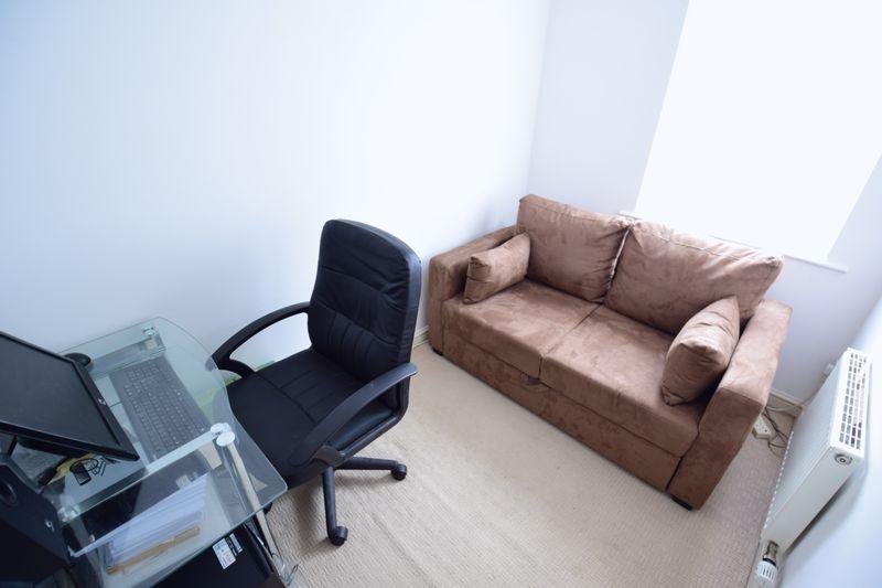 3 bedroom Semi-Detached  to buy in The Belfry, Luton - Photo 9