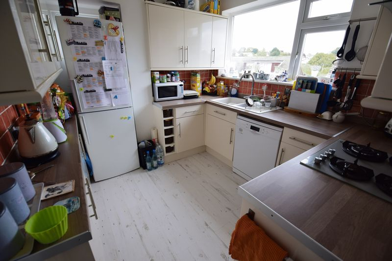 3 bedroom Semi-Detached  to buy in Saywell Road, Luton - Photo 4