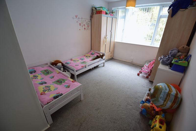3 bedroom Semi-Detached  to buy in Saywell Road, Luton - Photo 5