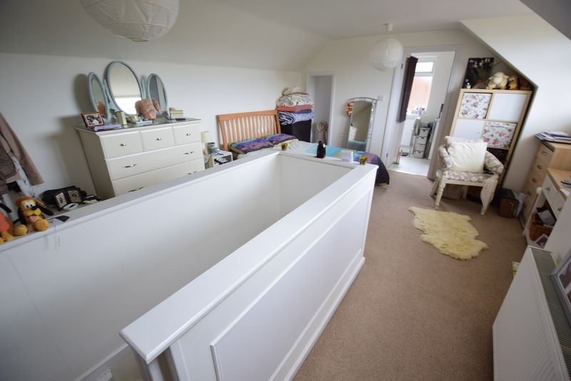 3 bedroom Semi-Detached  to buy in Saywell Road, Luton - Photo 8