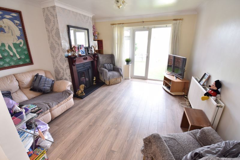 3 bedroom Bungalow to buy in Laburnum Grove, Luton - Photo 7