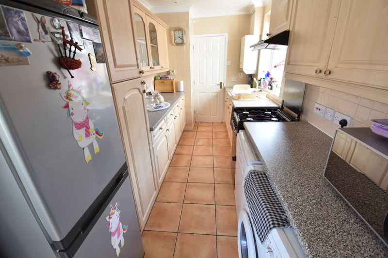 3 bedroom Bungalow to buy in Laburnum Grove, Luton - Photo 11