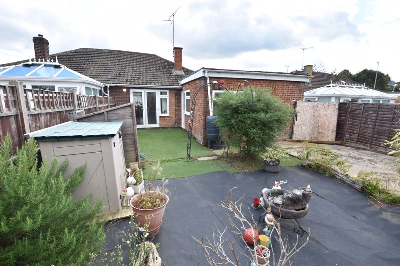 3 bedroom Bungalow to buy in Laburnum Grove, Luton - Photo 4