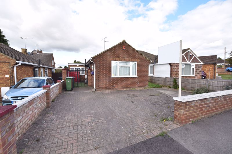 3 bedroom Bungalow to buy in Laburnum Grove, Luton - Photo 14