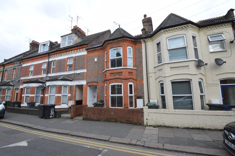 6 bedroom Mid Terrace to buy in Ashburnham Road, Luton