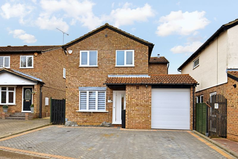 4 bedroom Detached  to buy in Celandine Drive, Luton