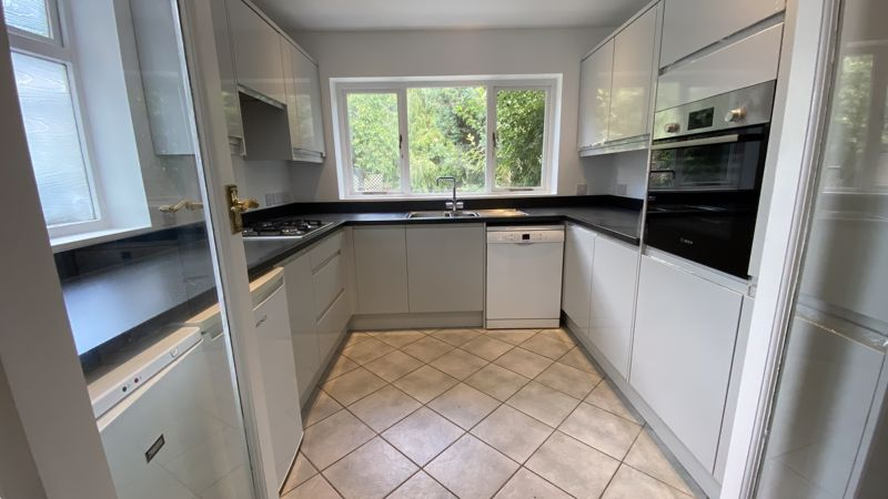 3 bedroom Semi-Detached  to buy in Sunningdale, Luton - Photo 5