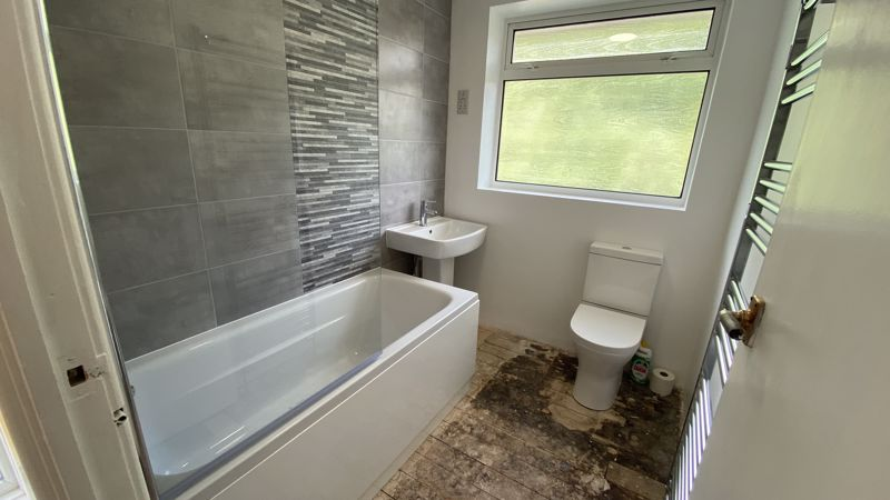 3 bedroom Semi-Detached  to buy in Sunningdale, Luton - Photo 14