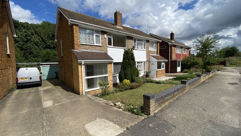 3 bedroom Semi-Detached  to buy in Sunningdale, Luton - Photo 16