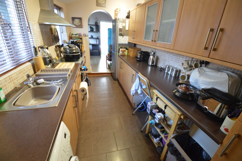 2 bedroom Mid Terrace to buy in St. Pauls Road, Luton - Photo 4