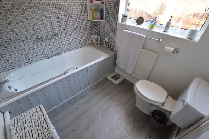 2 bedroom Mid Terrace to buy in St. Pauls Road, Luton - Photo 6