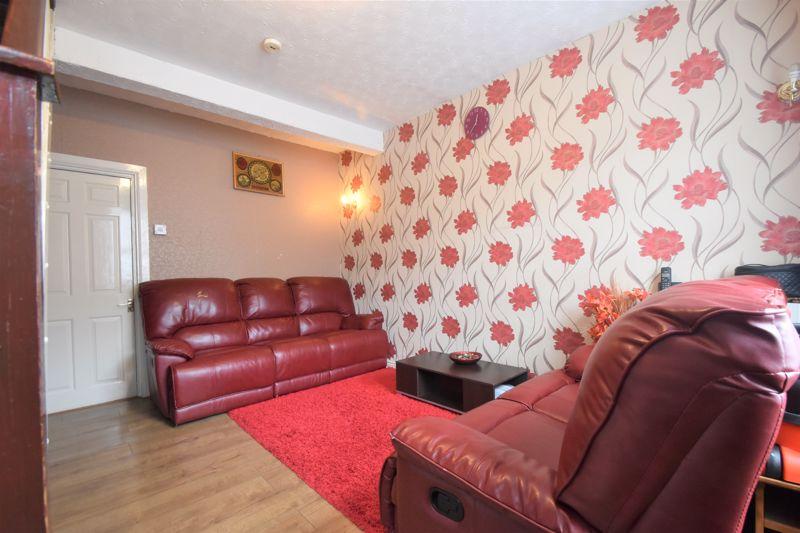 3 bedroom Mid Terrace to buy in Malvern Road, Luton - Photo 1