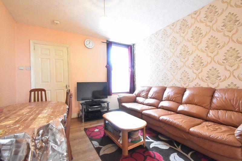 3 bedroom Mid Terrace to buy in Malvern Road, Luton - Photo 2