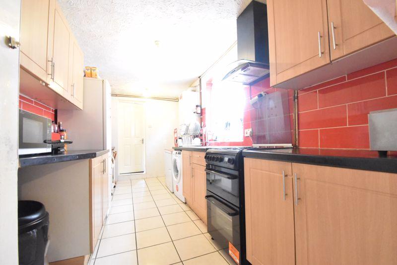 3 bedroom Mid Terrace to buy in Malvern Road, Luton - Photo 4