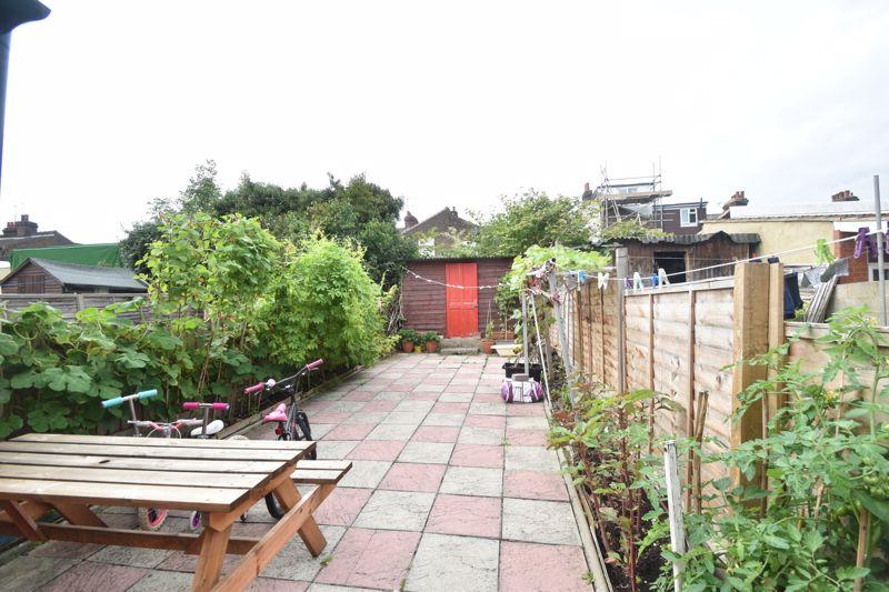 3 bedroom Mid Terrace to buy in Malvern Road, Luton - Photo 6