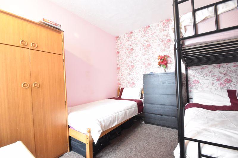 3 bedroom Mid Terrace to buy in Malvern Road, Luton - Photo 9