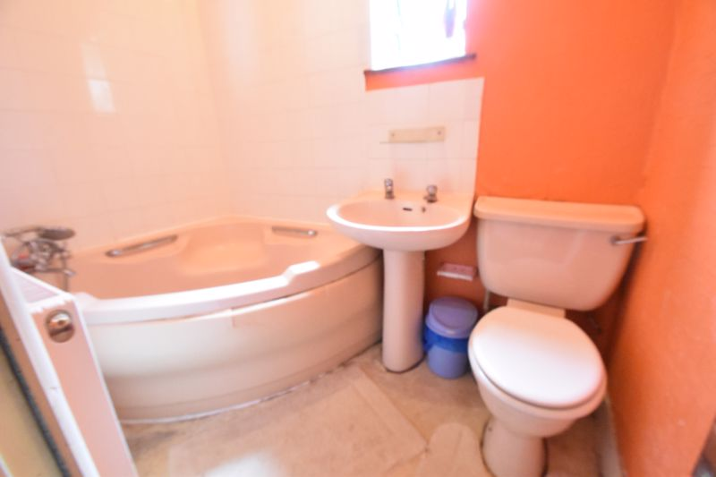 3 bedroom Mid Terrace to buy in Malvern Road, Luton - Photo 10