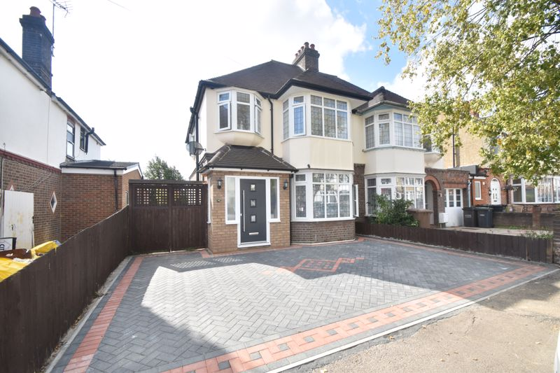 3 bedroom Semi-Detached  to buy in Fountains Road, Luton