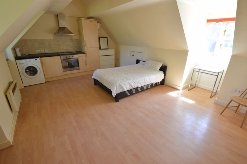 1 bedroom Flat to buy in 2B Downs Road, Luton - Photo 1